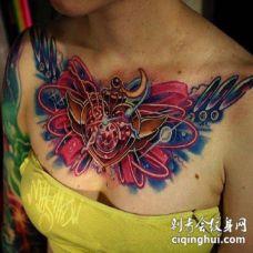 女士花胸 女性胸前的大花胸纹身作品赏析