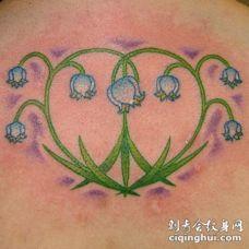 背部彩色花草纹身图案