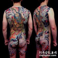 传统风格的大满背全胛纹身作品