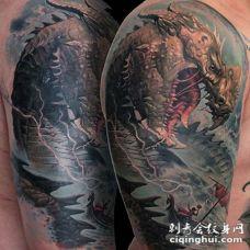 大臂幻想世界海洋怪物纹身图案