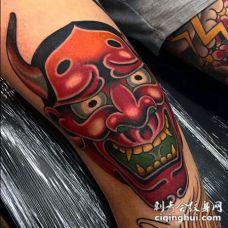 膝盖日式彩色恶魔面具纹身图案