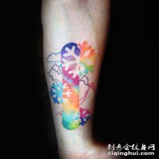 小臂色彩漂亮的滑雪板雪花纹身图案