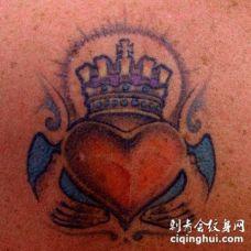 彩色的克拉达戒指纹身图案