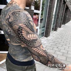 适合硬汉男士的黑臂纹身作品赏析
