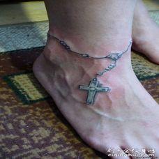 脚背上的十字架脚链纹身图案