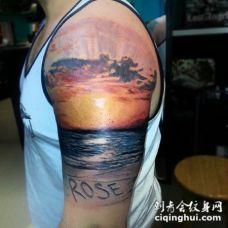 手臂浪漫的彩色海洋日落风景纹身图案