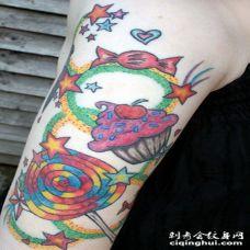 手臂糖果蛋糕和星星五颜六色纹身图案