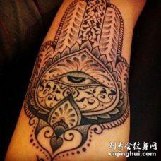 可爱的佛教象征纹身图案