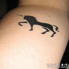 简约黑色麒麟纹身图案