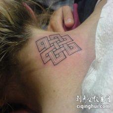 颈部佛教符号黑色纹身图案