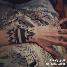 黑色手链手腕纹身图案