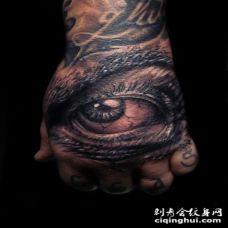 非常逼真的黑色邪恶眼睛手背纹身图案