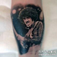 黑白摇滚明星肖像腿部纹身图案