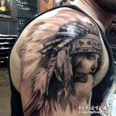 大臂黑灰漂亮的印度女人肖像纹身图案