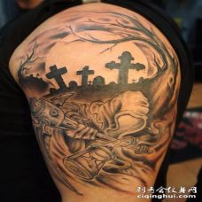 手臂可怕的黑暗墓与怪物鬼纹身图案