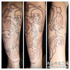 手臂黑色线条女子水瓶座纹身图案
