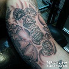 大臂内侧黑灰风格各种戒指纹身图案