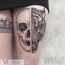 大腿雕刻风格黑色骷髅与老虎头纹身图案