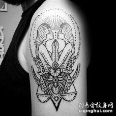 大臂黑色线条镜像女性与天秤座纹身图案