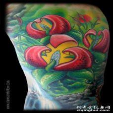 大臂神奇的彩色花朵与叶子纹身图案