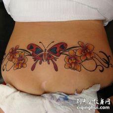 腰部彩色的蝴蝶与兰花纹身图案