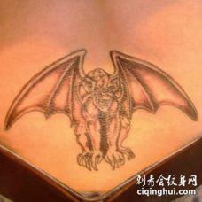 腰部石像鬼个性纹身图案