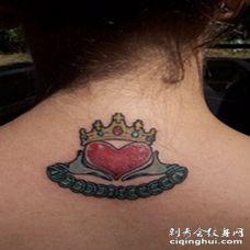 背部彩色克拉达戒指象征纹身图案
