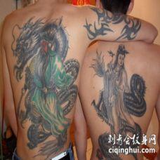 两个人背部中国风龙关公观音纹身图案