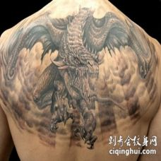 背部非常神奇的黑色邪恶龙纹身图案