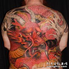 背部日本风格彩色幻想龙纹身图案