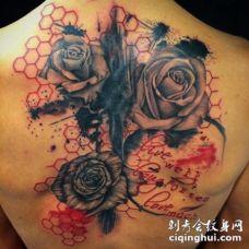 背部new school玫瑰花与六边形几何纹身图案