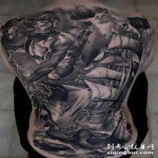 背部黑灰帆船与海洋神纹身图案
