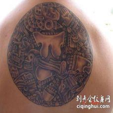 阿兹特克花纹图腾圆纹身图案