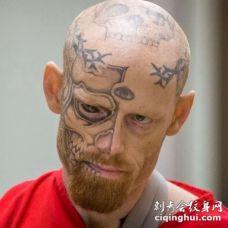 脸部可怕的骷髅纹身图案