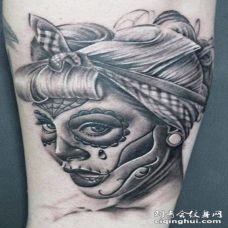 黑灰色的手绘死亡女郎纹身图案