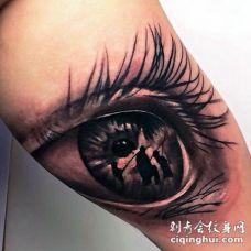 非常棒的设计黑色逼真眼睛与钓鱼家庭纹身图案