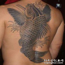 背部黑灰亚洲大鲤鱼纹身图案