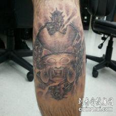 亚洲风格搞笑设计彩色武士面具纹身图案