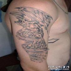 手臂黑色微笑的石像鬼纹身图案