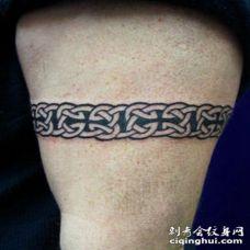 手臂凯尔特黑白臂环纹身图案