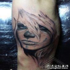 手臂墨西哥式彩色女郎纹身图案