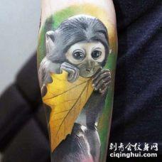 非常可爱逼真的彩色小猴子手臂纹身图案