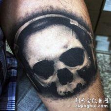黑白骷髅与耳机个性手臂纹身图案