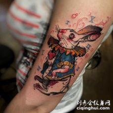 卡通风格彩色搞笑幻想兔子手臂纹身图案
