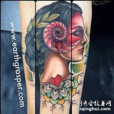 old schoo彩色的吉普赛女郎手臂纹身图案