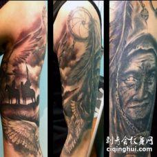 手臂描绘黑白美式印度捕梦网和人像纹身图案