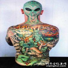 全身彩色的外星生物创意纹身图案