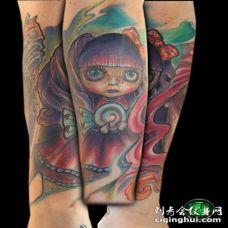 卡通风格可爱的娃娃与糖果彩色手臂纹身图案