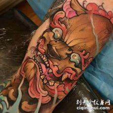 日本风格的彩色神秘恶魔手臂纹身图案