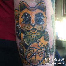 new school彩色的日本招财猫手臂纹身图案